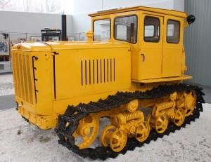Фото гусеничного трактора ДТ-54